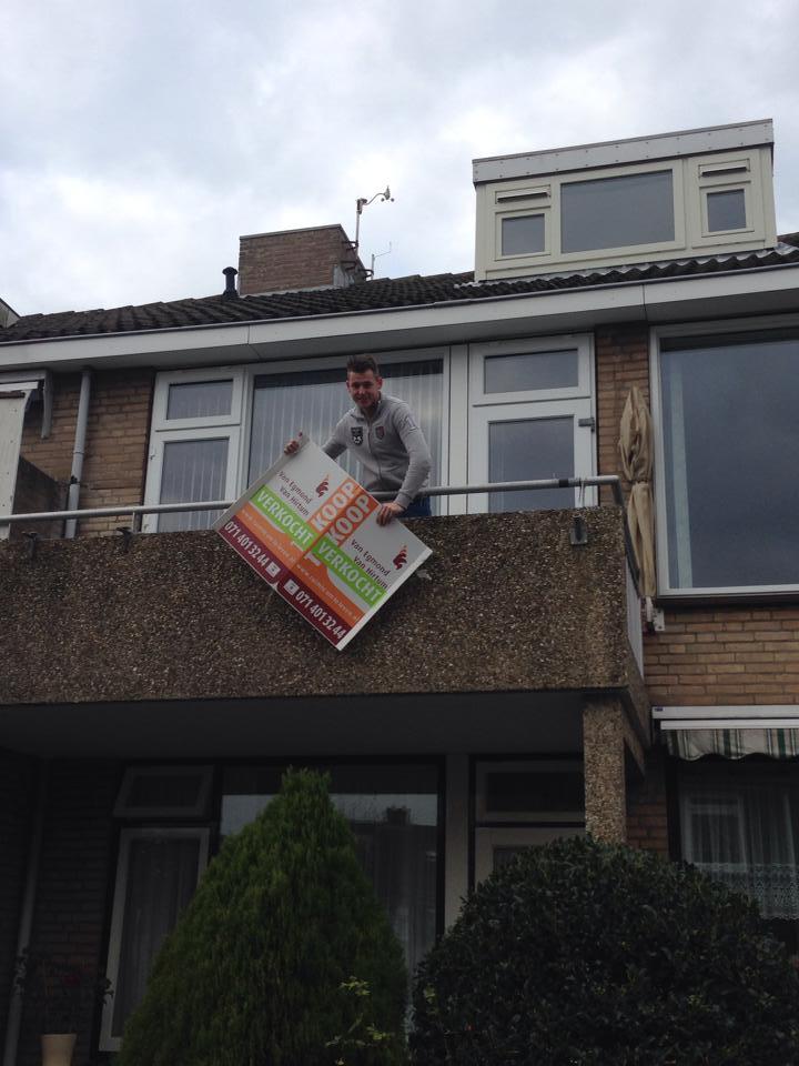 Bob Annegarn na zijn aanschaf van zijn eigen huis!
