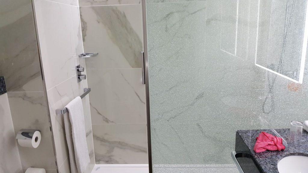 Tegels Badkamer Cruquius : Wandtegels en vloertegels in uw badkamer tegelzetbedrijf bob